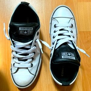 Junior Kids Coverse Leather Sneaker Chuck EUC